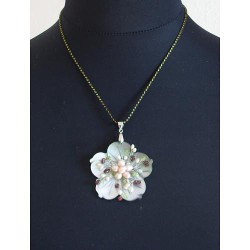 Perleťová květina, vel. 6 x 6 cm